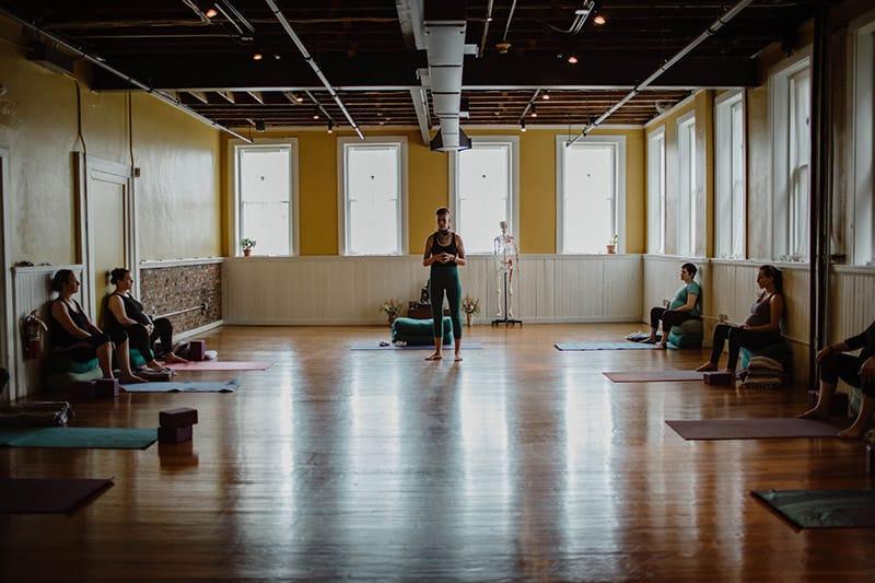prenatal-yoga-classroom